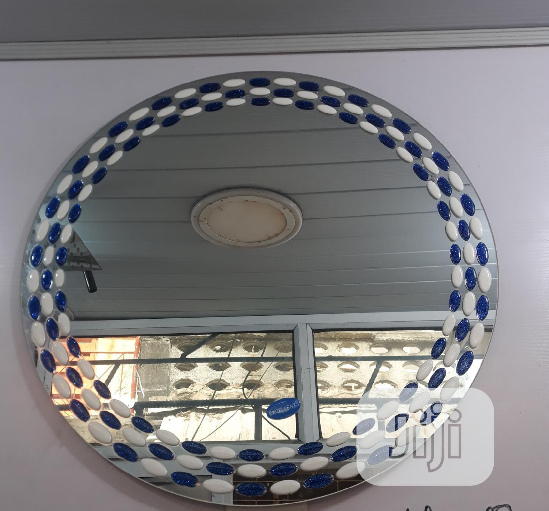 Plain Round Mirror With Designed Edge