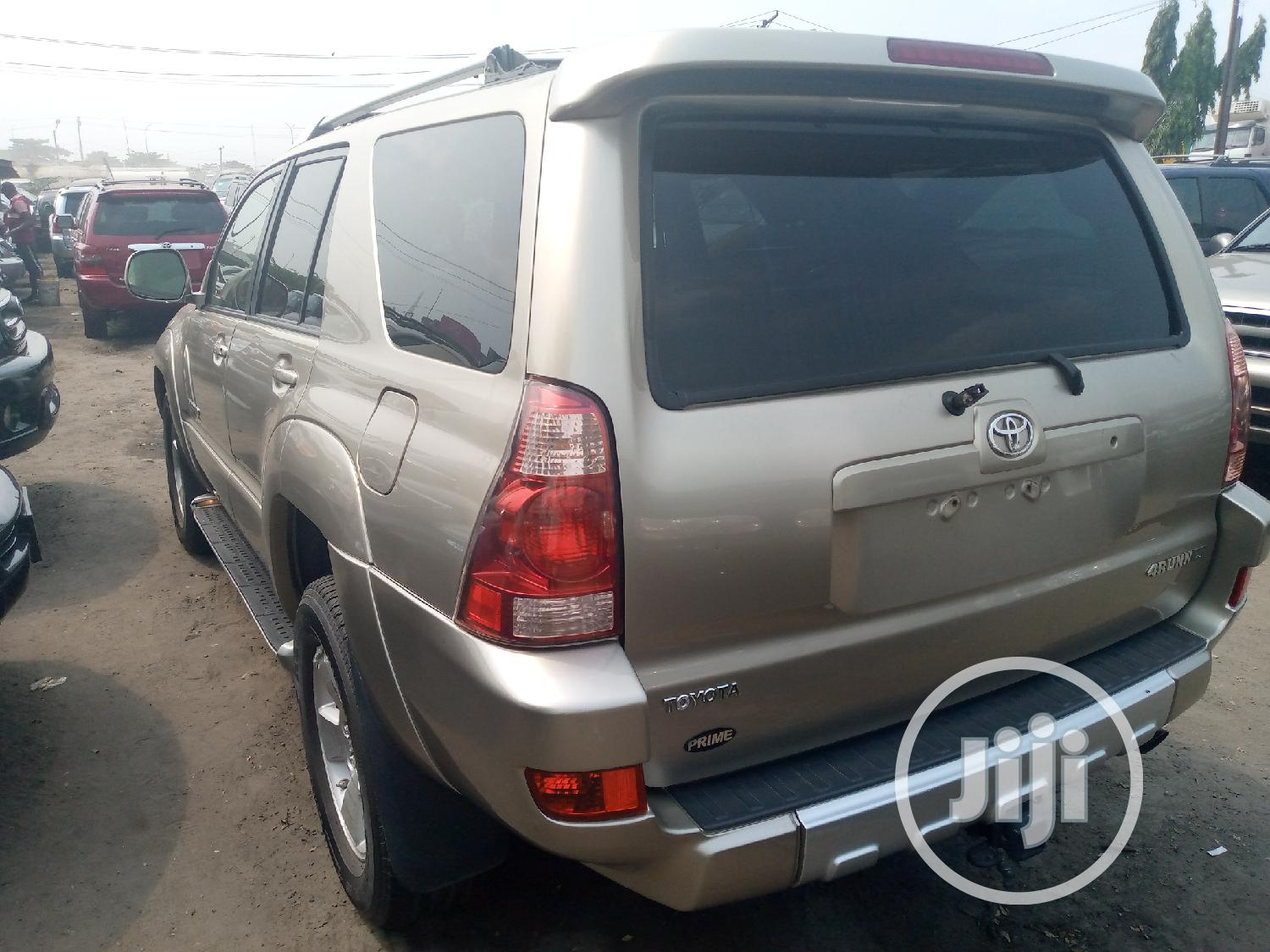 Archive: Toyota 4-Runner 2005 Limited V6 4x4 Gold