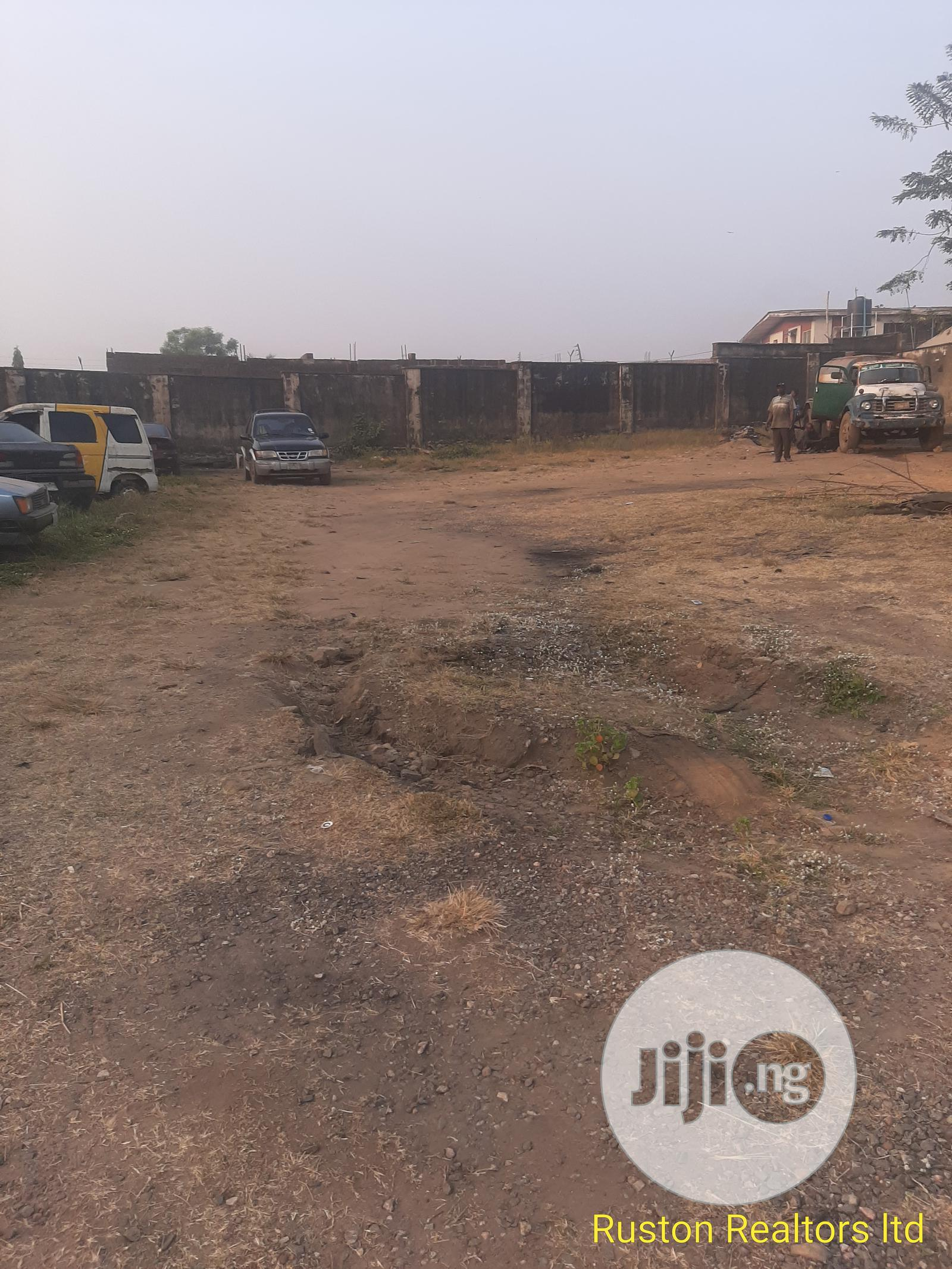 1150sm Land at Ibadan- Ife Express
