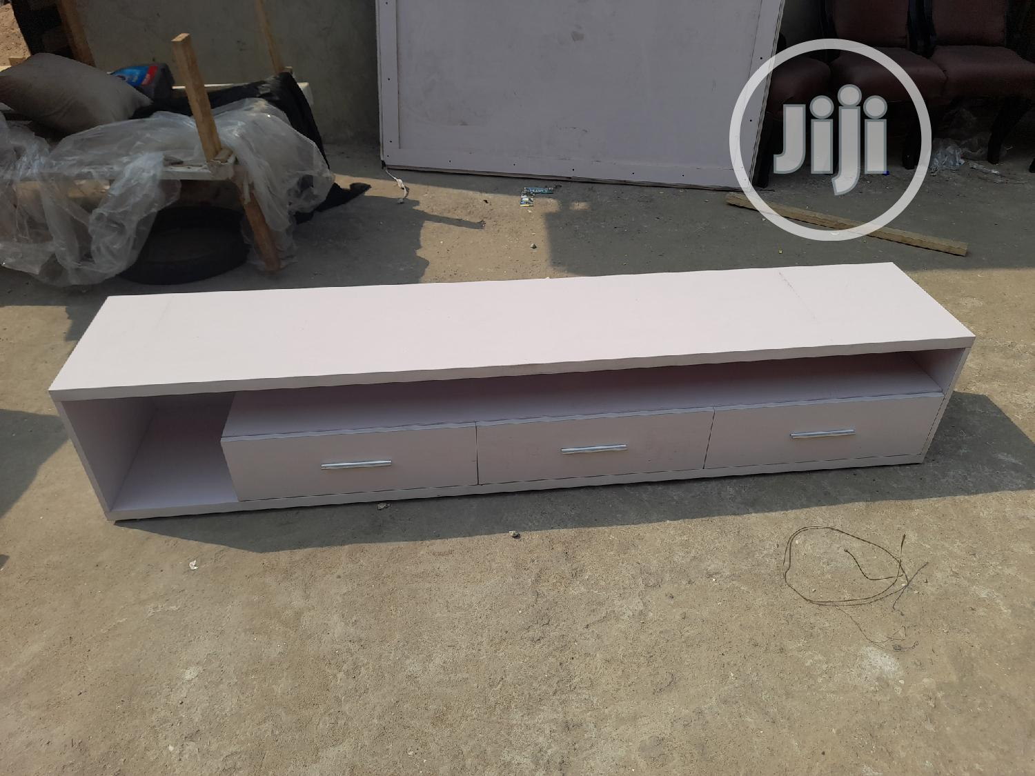 Quality Tv Stand With Hdf Wood