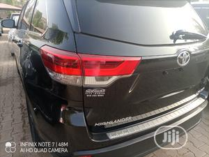 Toyota Highlander 2018 XLE 4x4 V6 (3.5L 6cyl 8A) Black | Cars for sale in Abuja (FCT) State, Central Business District