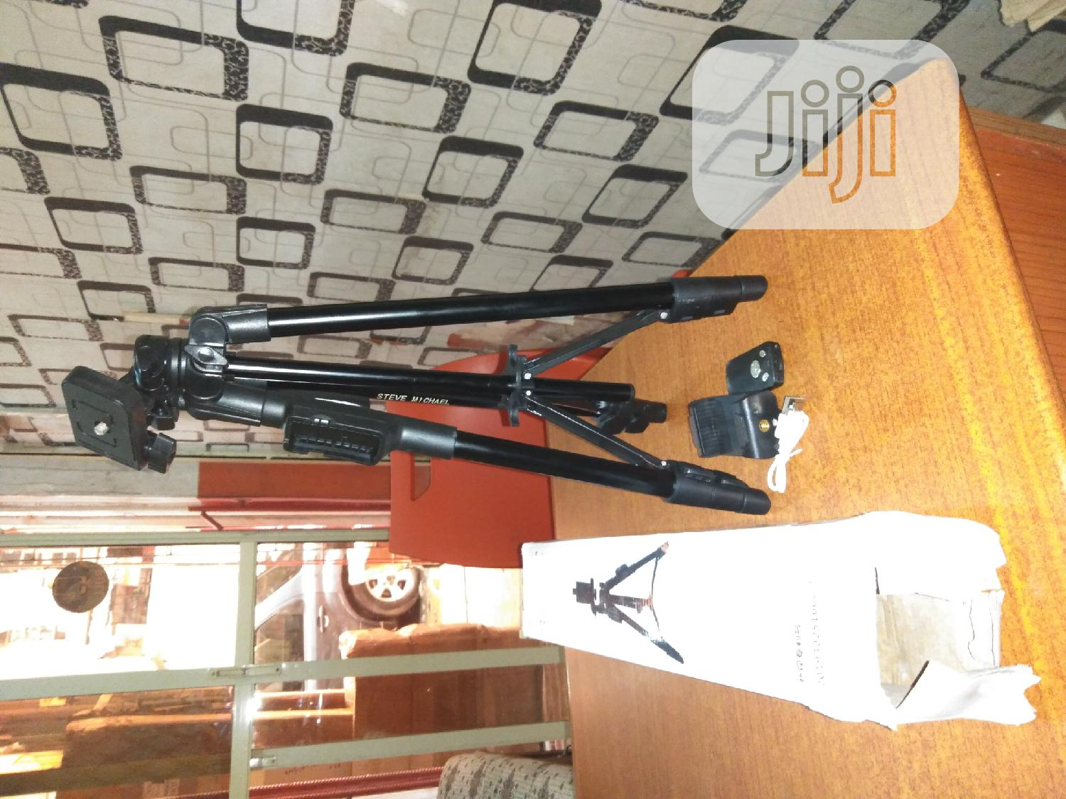High Quality Tripod Stand for Camera and Phone