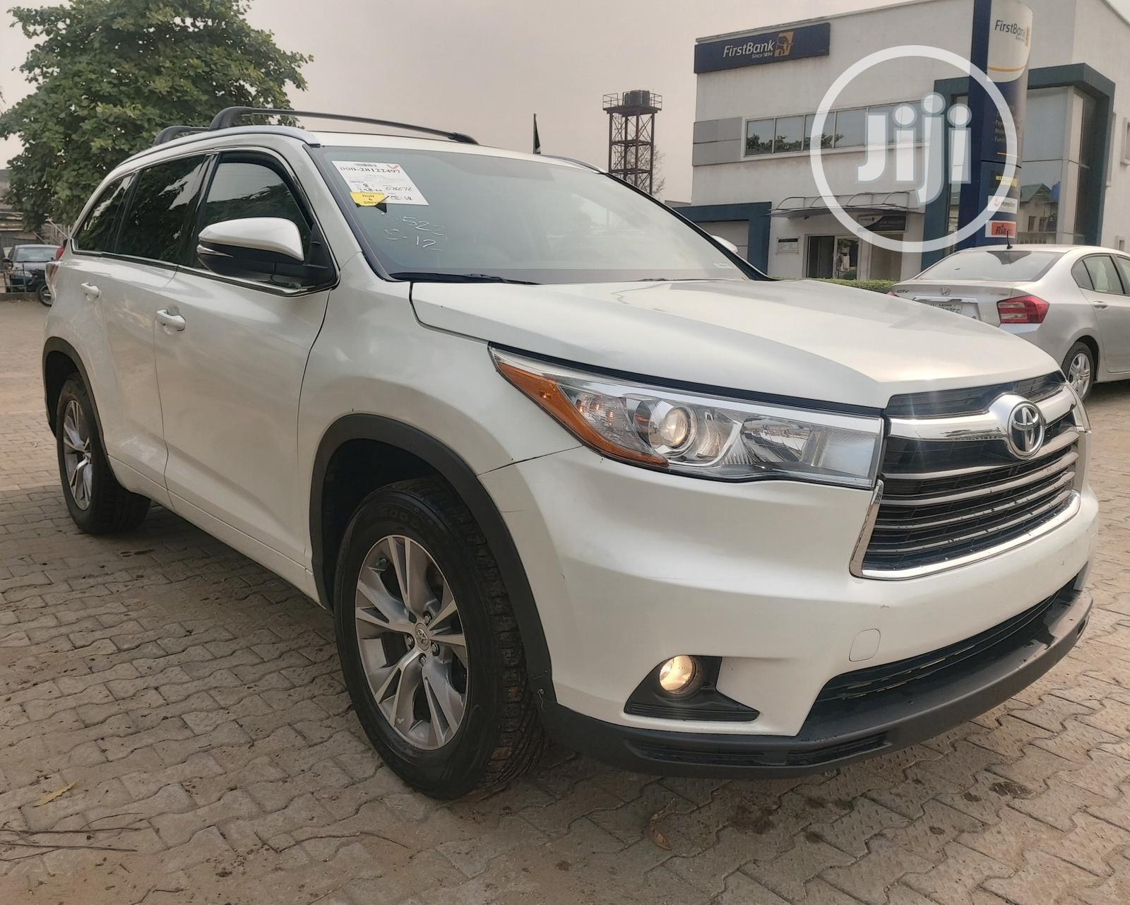 Toyota Highlander 2015 White   Cars for sale in Amuwo-Odofin, Lagos State, Nigeria