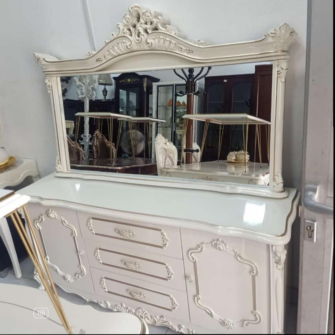 Quality Dinning Cabinet With Mirror