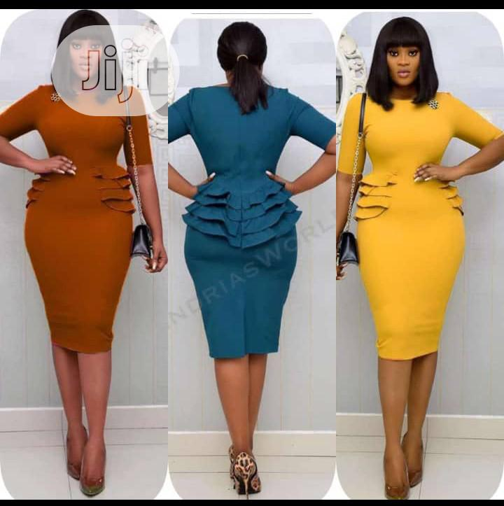 Ladies Fitted Short Gown