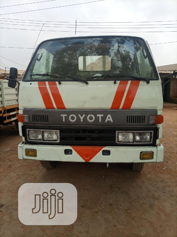Toyota Dyna 250 White
