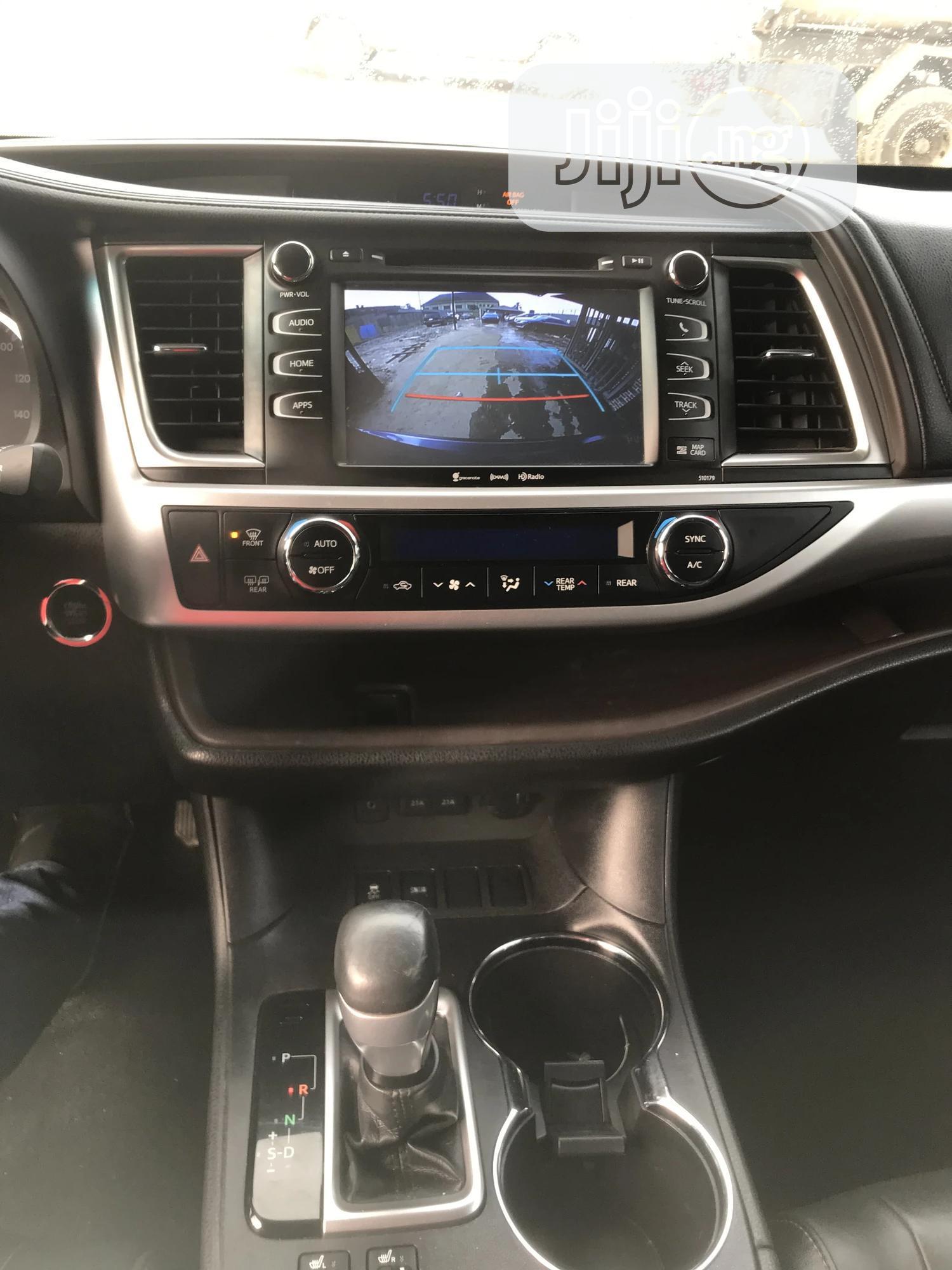 Archive: Toyota Highlander 2018 Blue