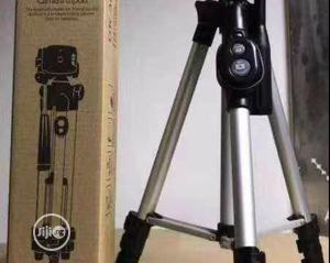 Aluminum Tripod Stand With Bluetooth Remote   Accessories & Supplies for Electronics for sale in Lagos State, Surulere