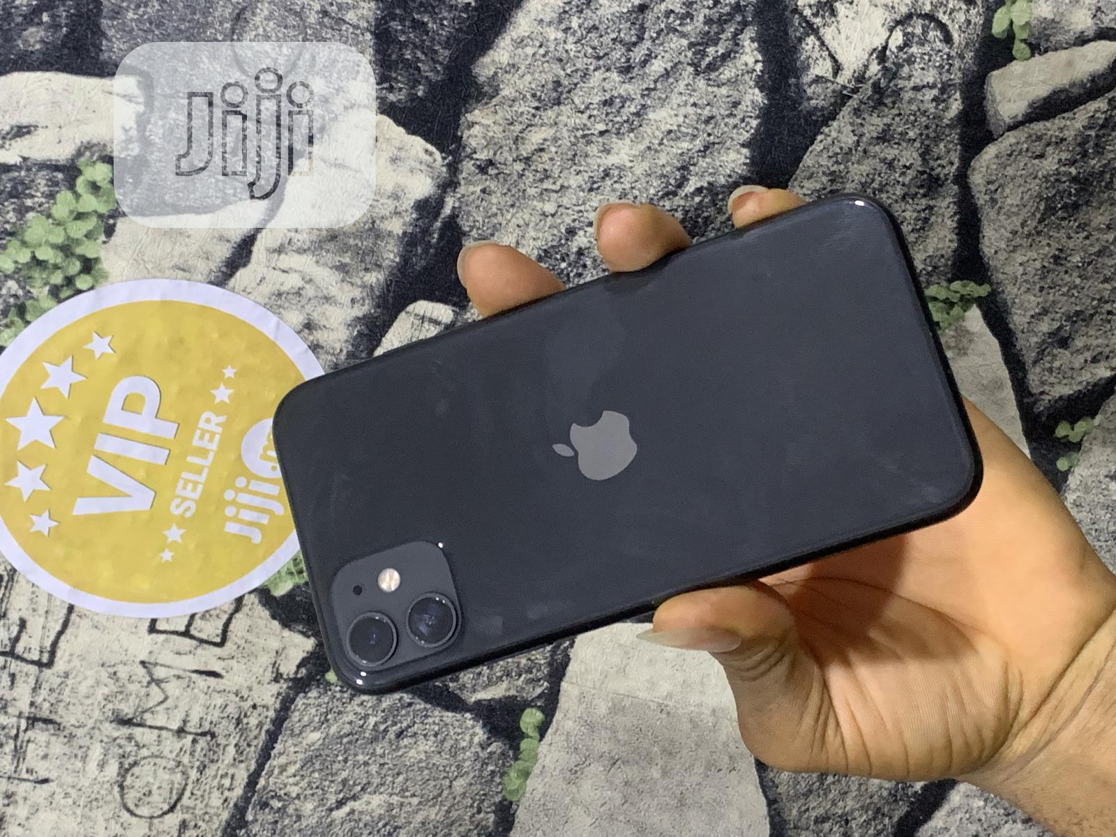 Archive: Apple iPhone 11 64 GB Gray