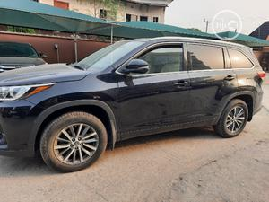 Toyota Highlander 2017 XLE 4x4 V6 (3.5L 6cyl 8A) Black | Cars for sale in Lagos State, Amuwo-Odofin