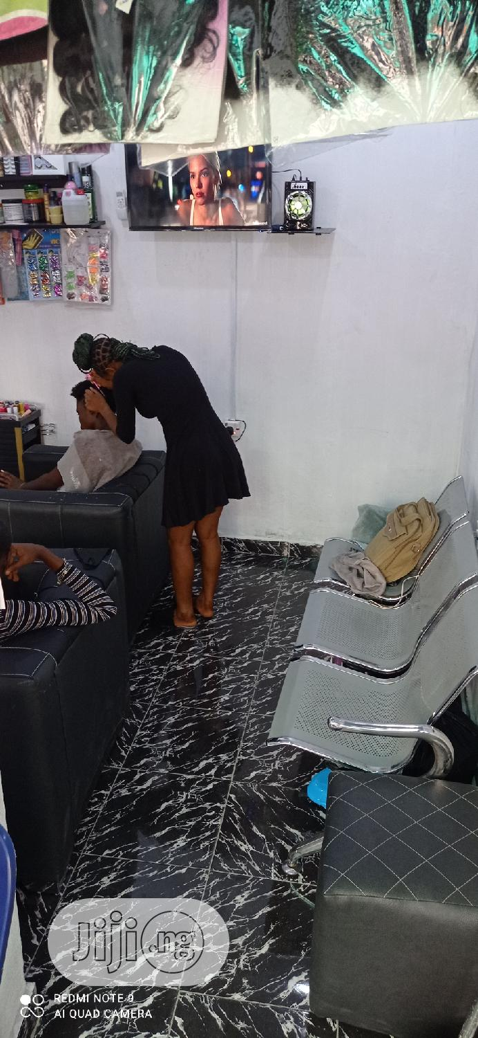 Archive: Hair Stylist And Assistant Needed Urgently
