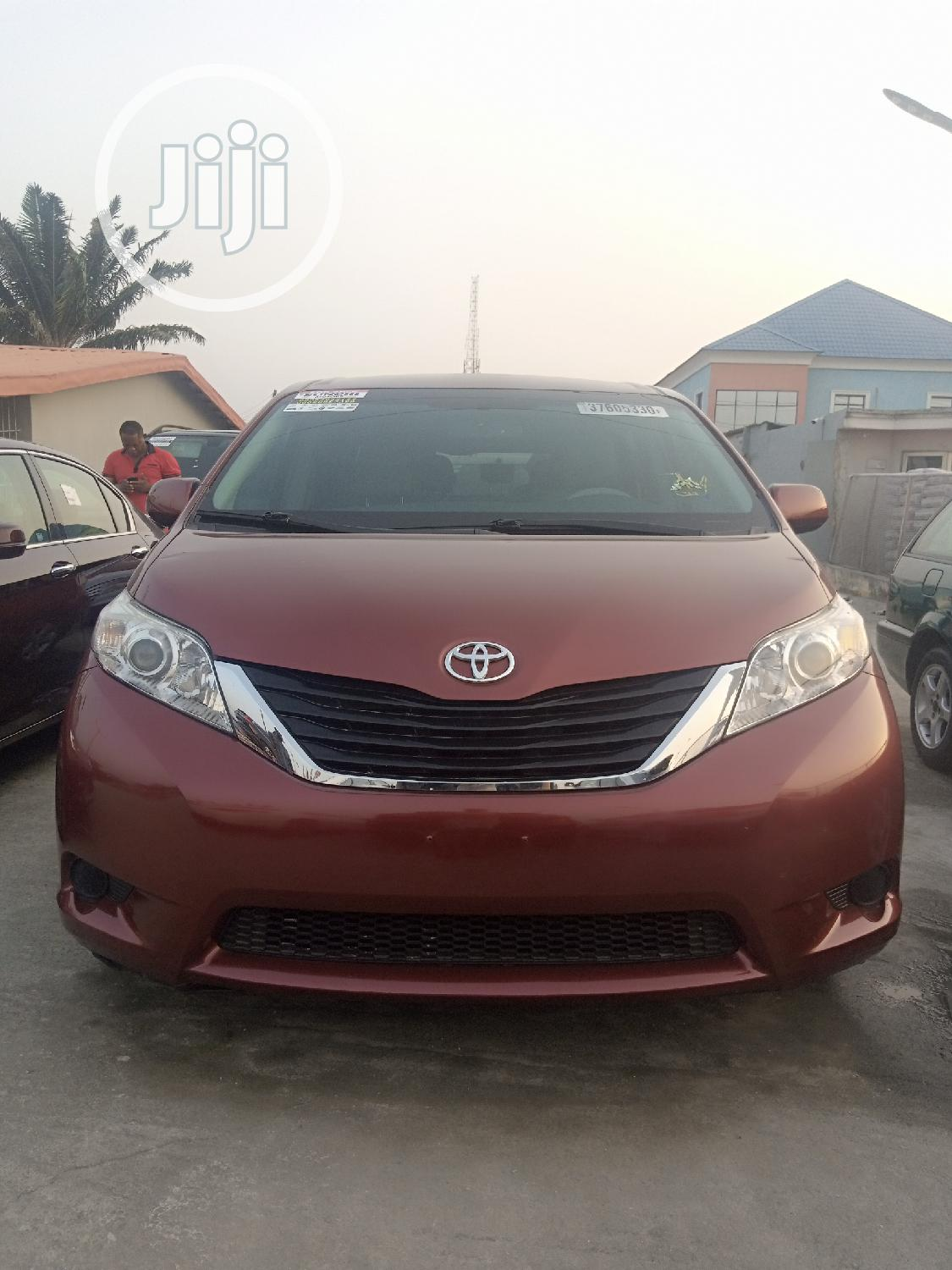 Toyota Sienna 2013 LE FWD 8-Passenger Red