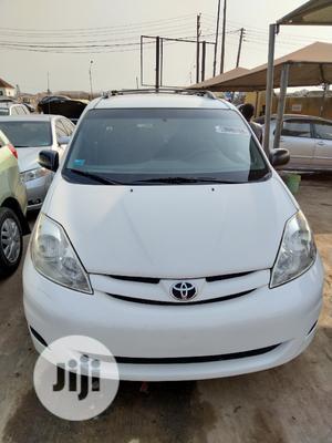 Toyota Sienna 2006 LE AWD White | Cars for sale in Lagos State, Amuwo-Odofin