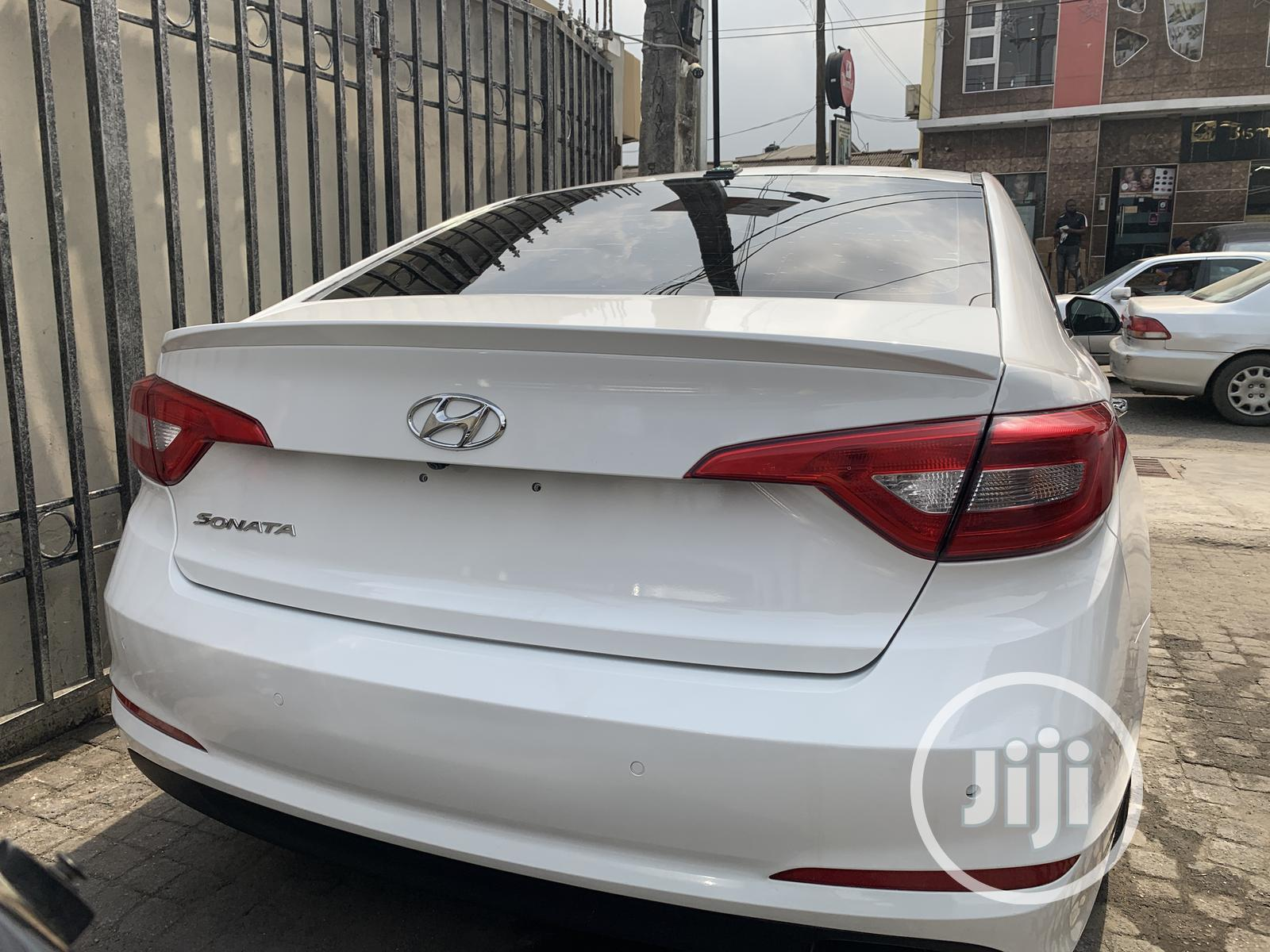 Archive: Hyundai Sonata 2017 White