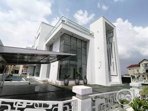 Magnificent 5 Bedroom Detached House With Luxury Features   Houses & Apartments For Sale for sale in Lekki, Osapa london
