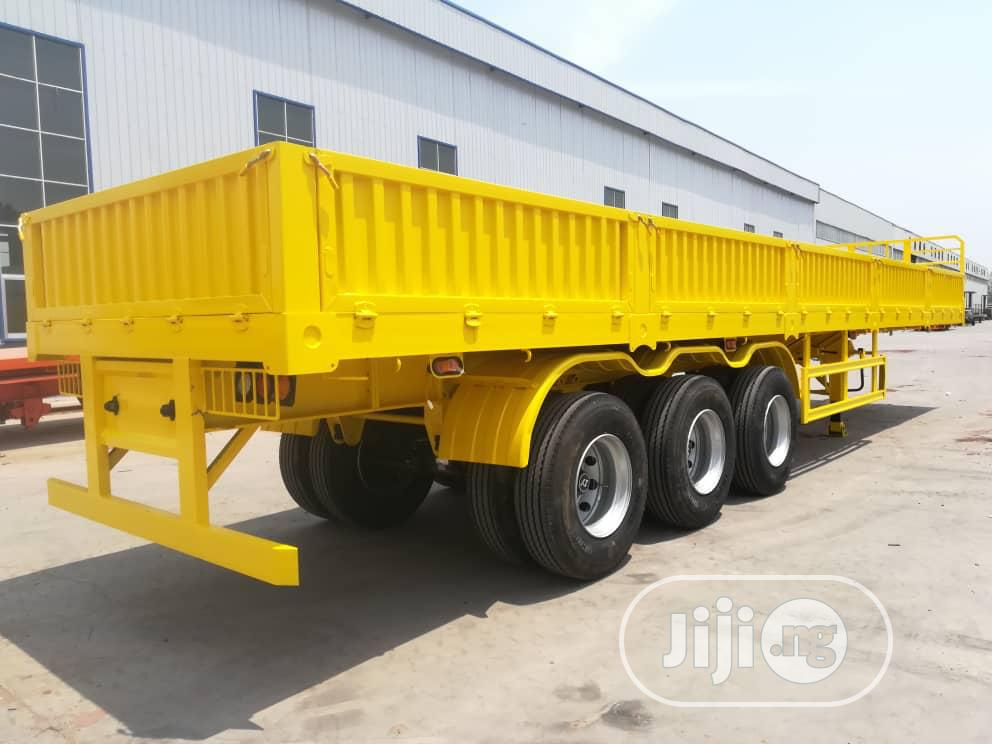 Archive: Low Bed Trailer With 3 Axles