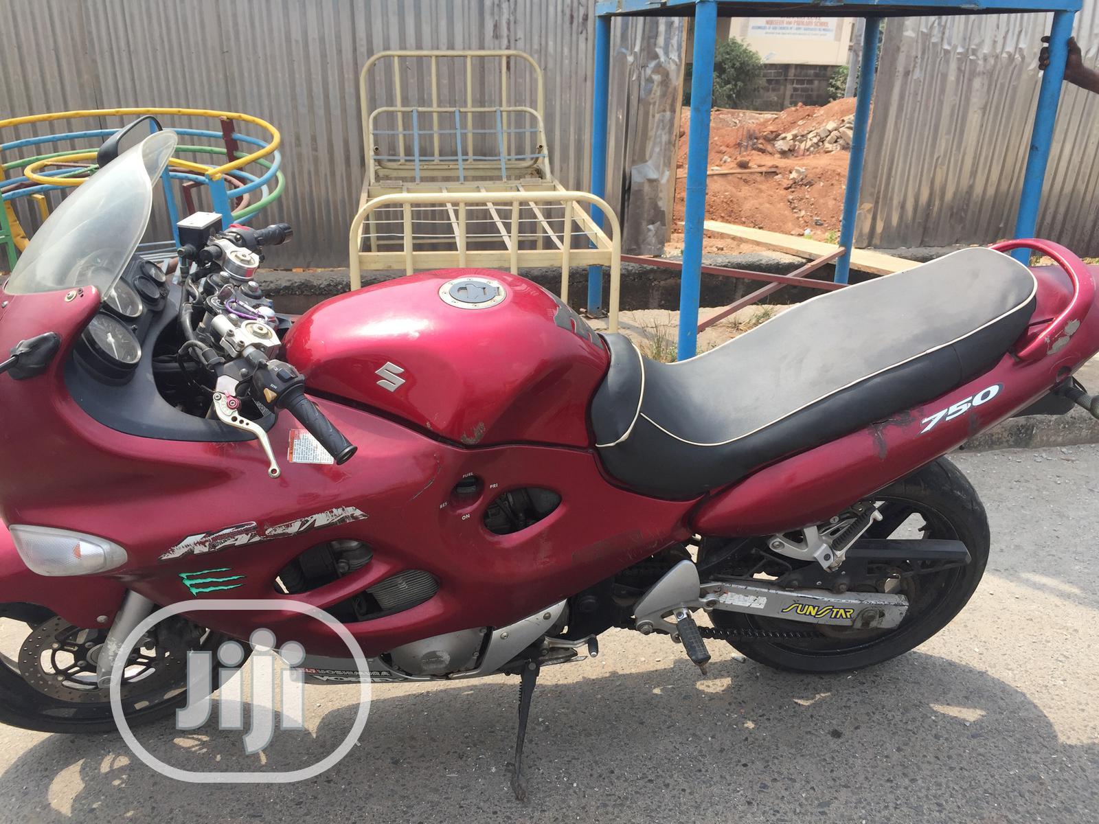 Archive: Suzuki GSX / Katana 2006 Red