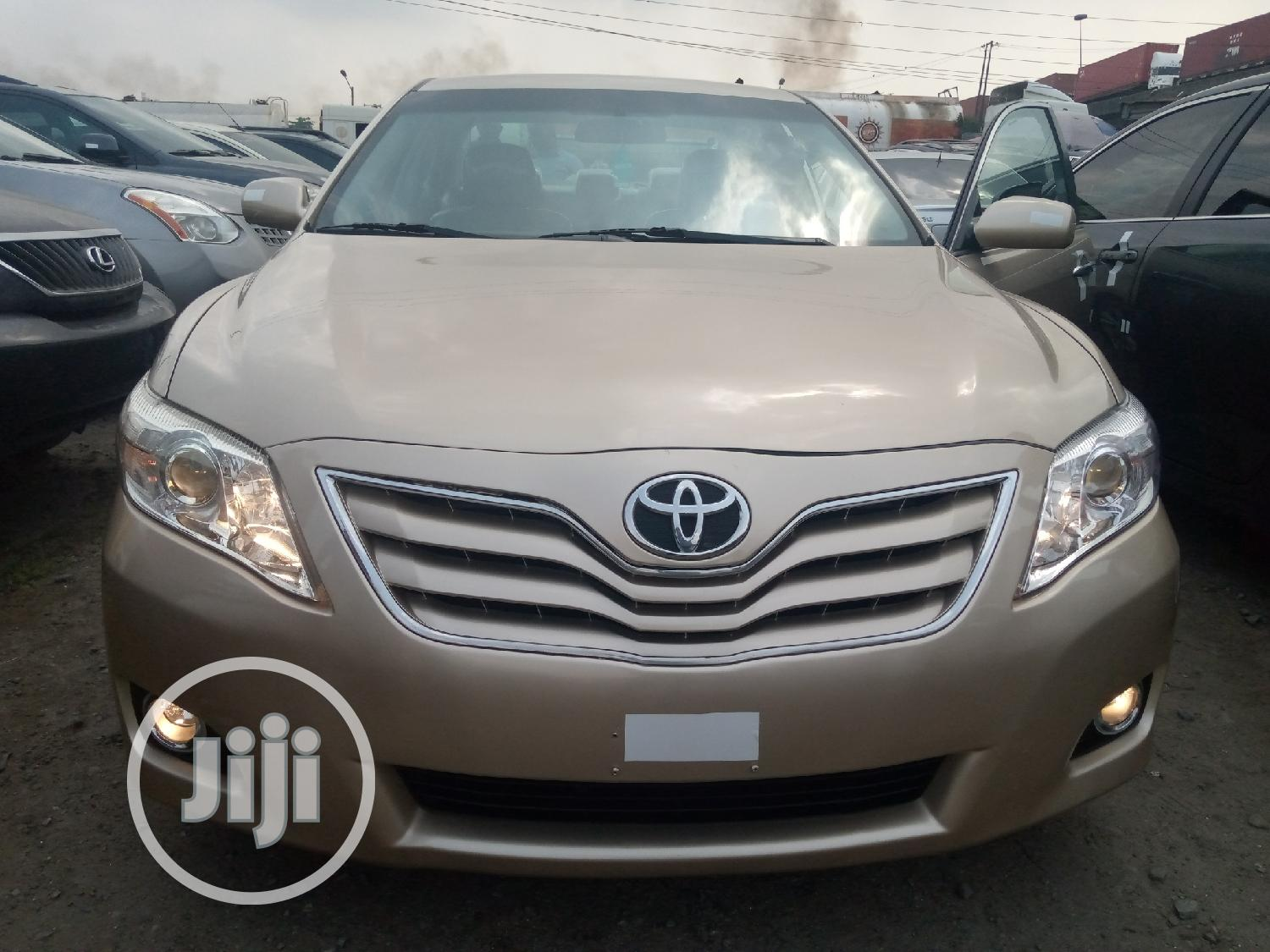 Archive: Toyota Camry 2011 Gold