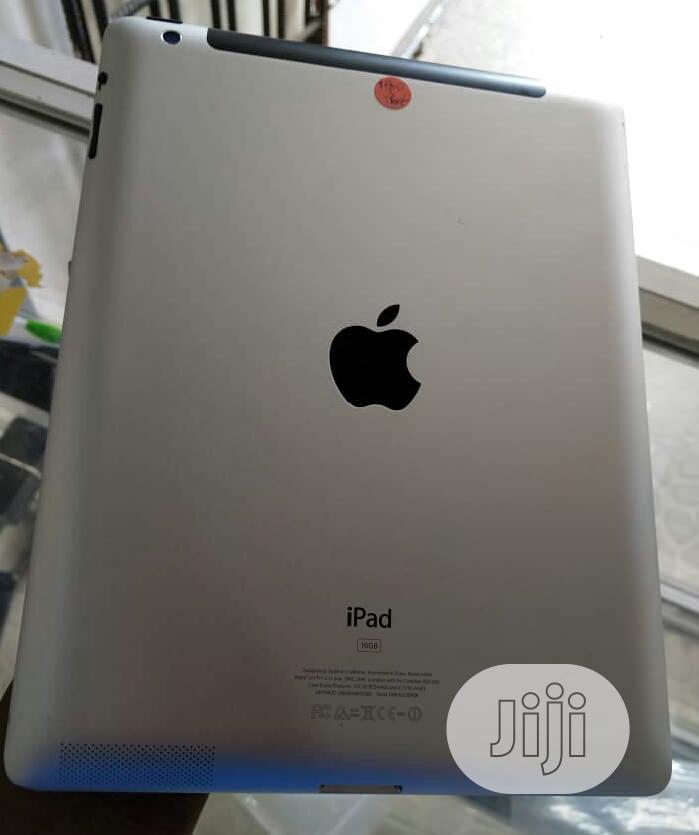 Apple iPad 4 Wi-Fi + Cellular 16 GB Gray