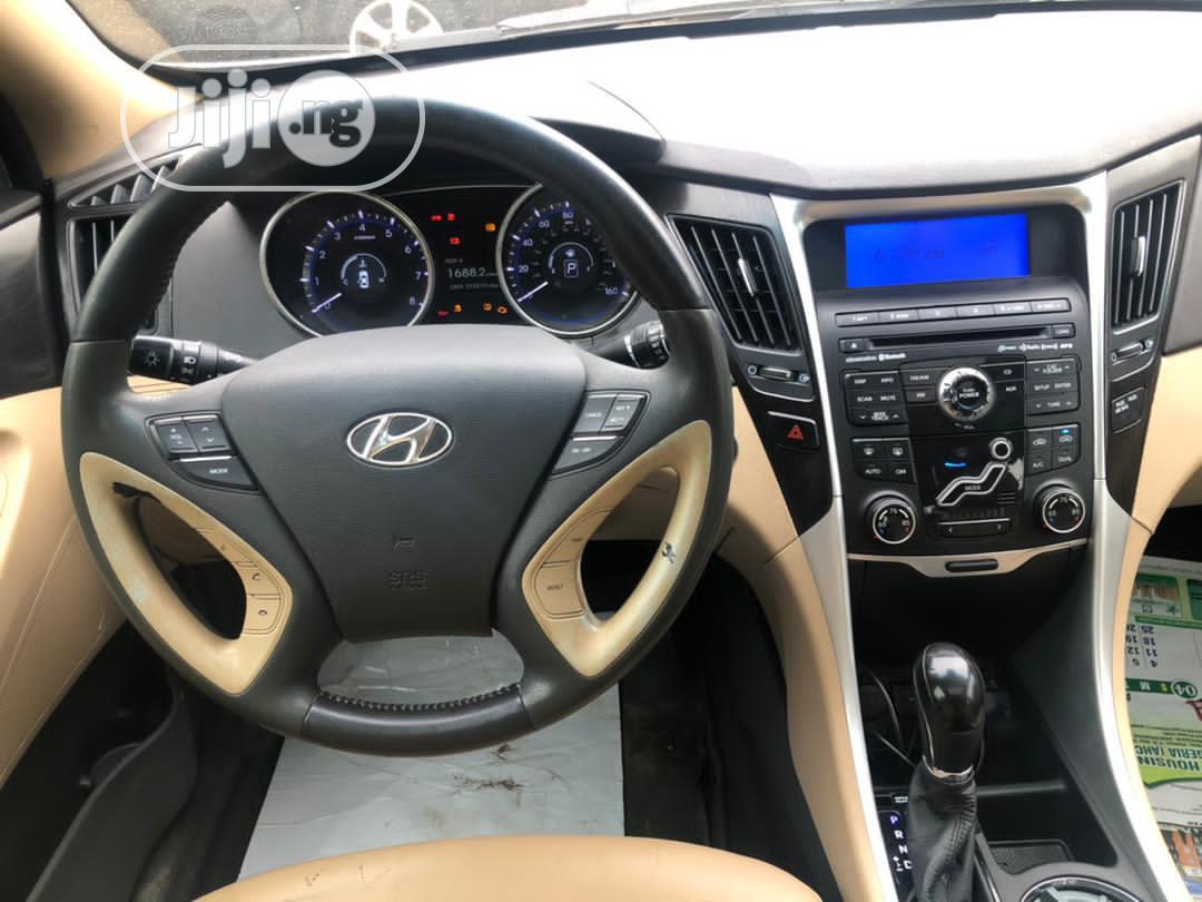 Archive: Hyundai Sonata 2011 Blue