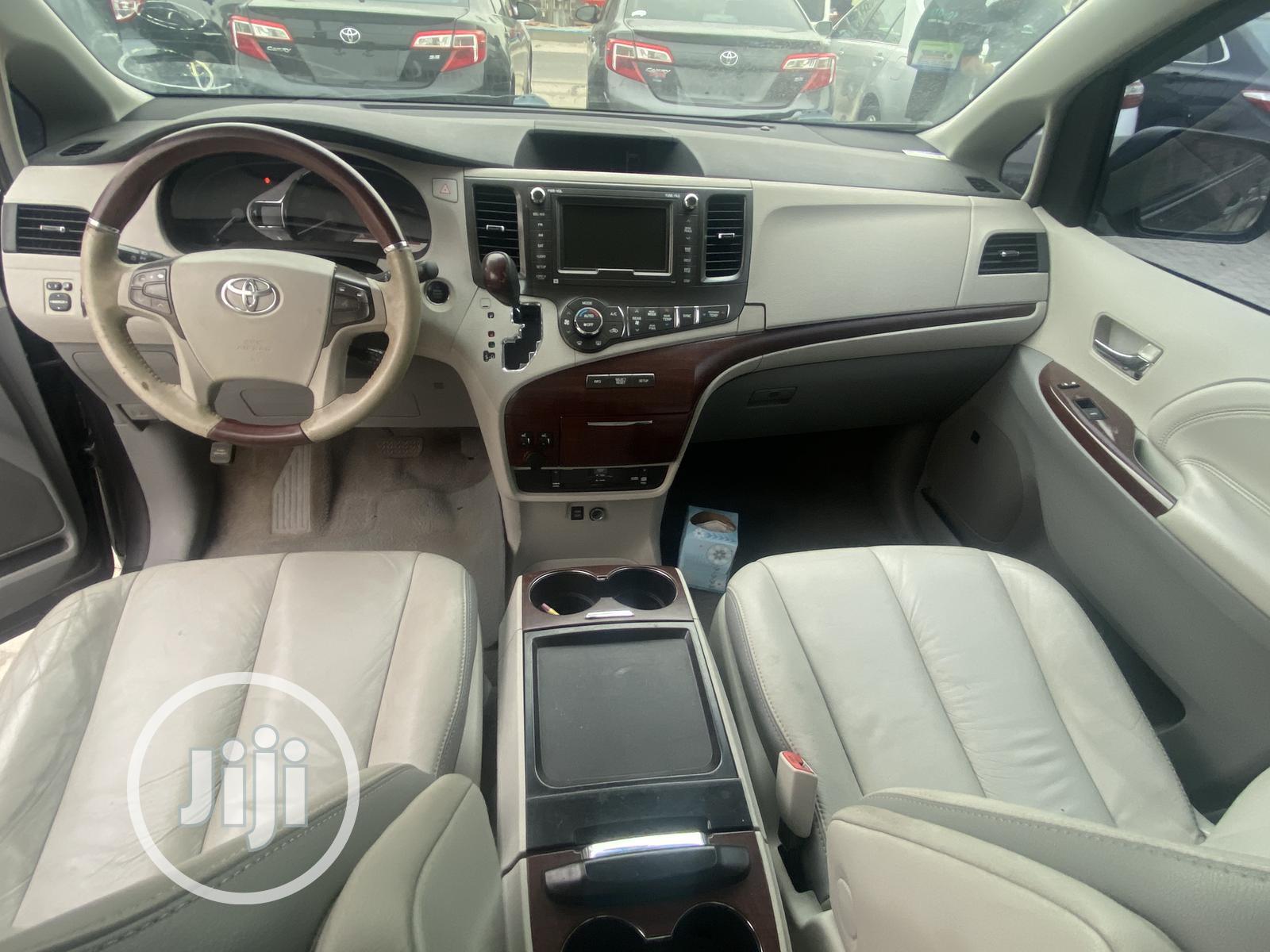 Toyota Sienna 2011 XLE 7 Passenger Black | Cars for sale in Ajah, Lagos State, Nigeria