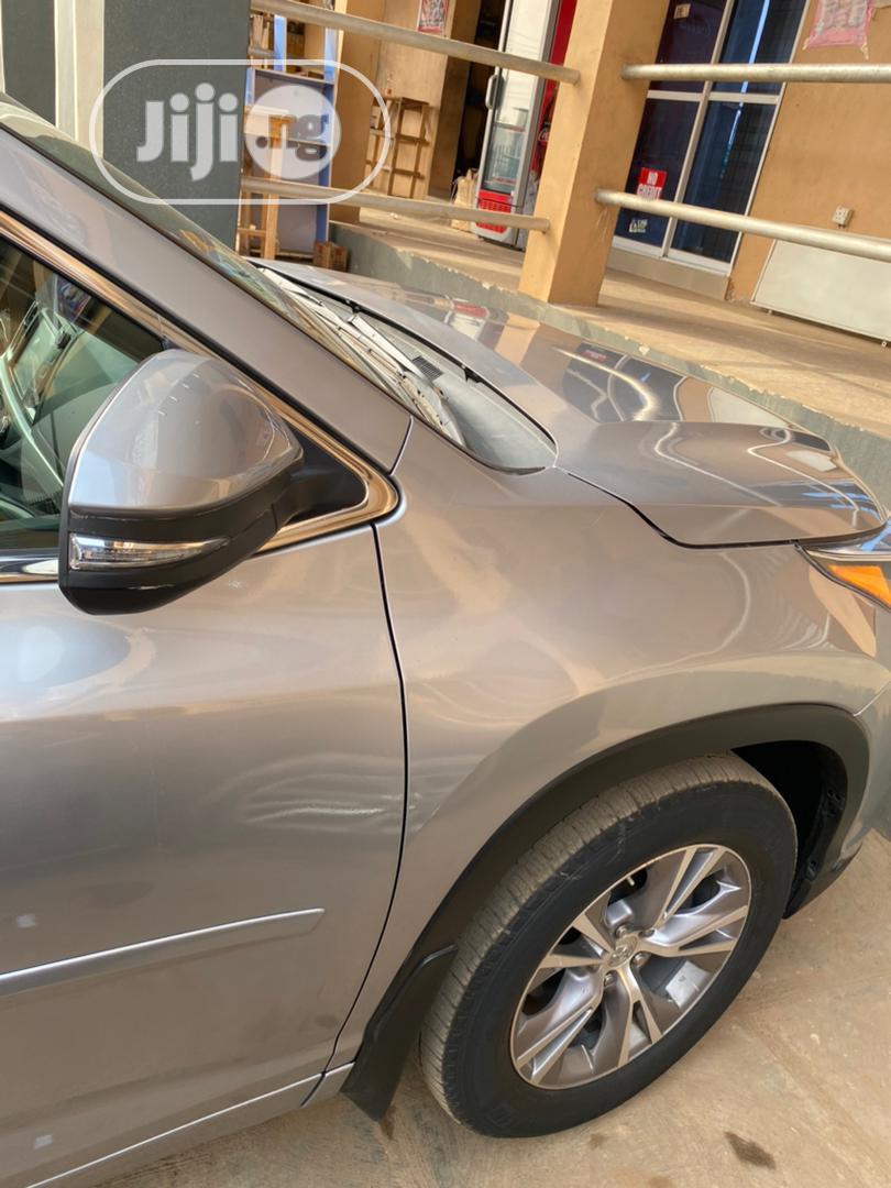 Archive: Toyota Highlander 2018 Silver
