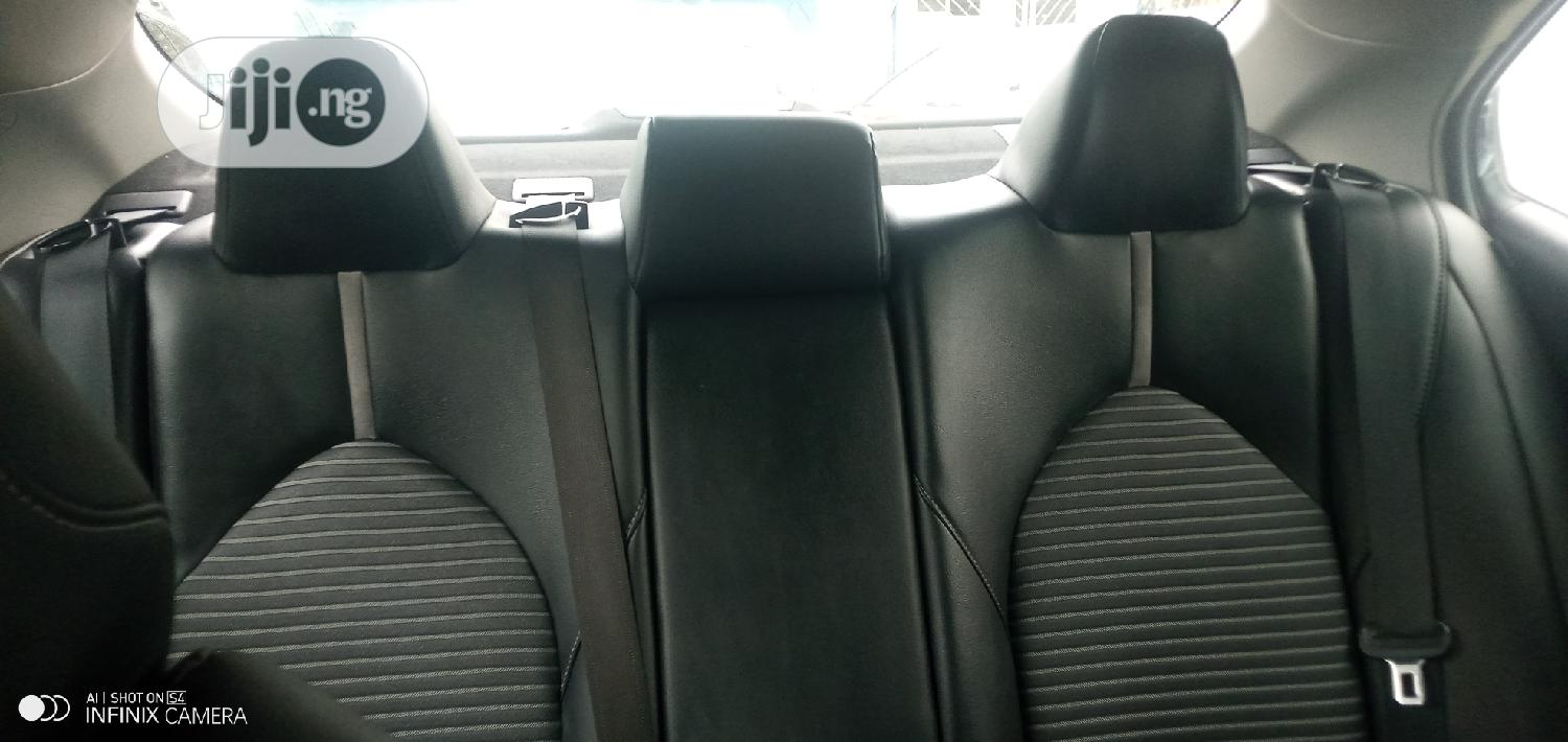 Toyota Camry 2018 SE FWD (2.5L 4cyl 8AM) Blue | Cars for sale in Ogba, Lagos State, Nigeria