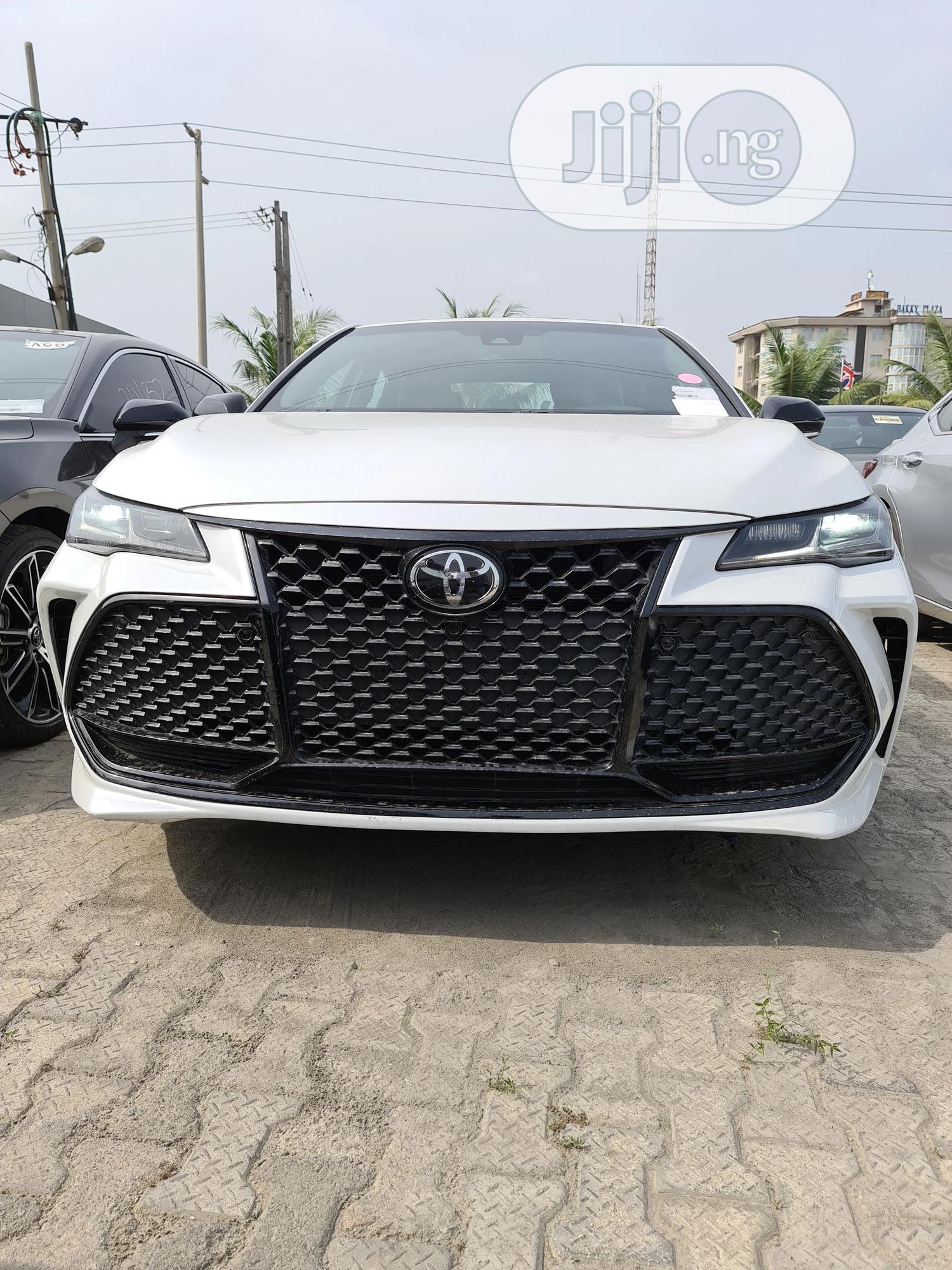 Toyota Avalon 2019 White