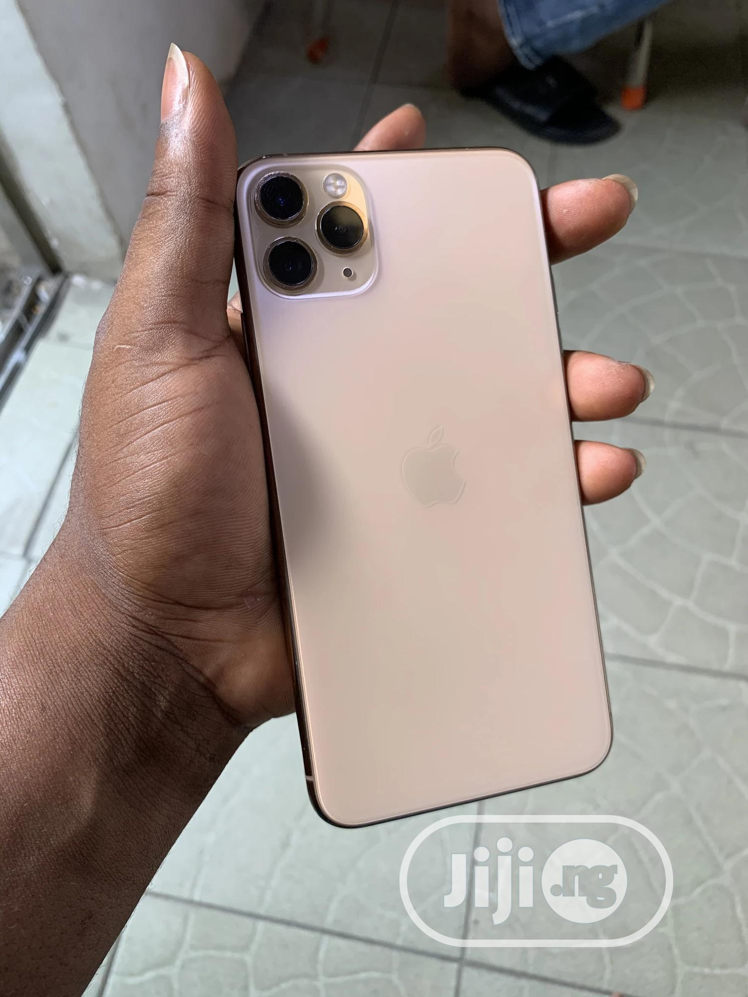 Archive: Apple iPhone 11 Pro Max 256 GB Gold