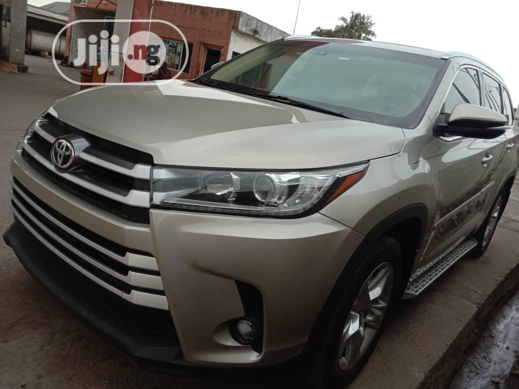 Archive: Toyota Highlander 2015 Gold