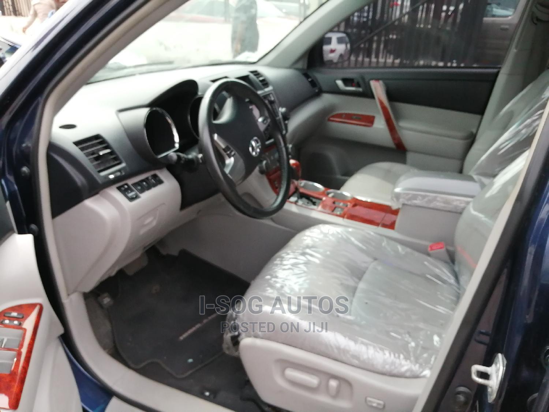 Archive: Toyota Highlander 2013 Limited 3.5L 2WD Blue
