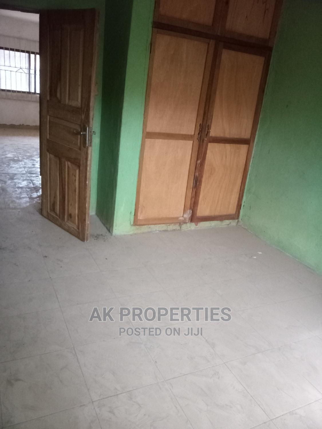 Archive: 3bdrm Apartment in Alakia for Rent