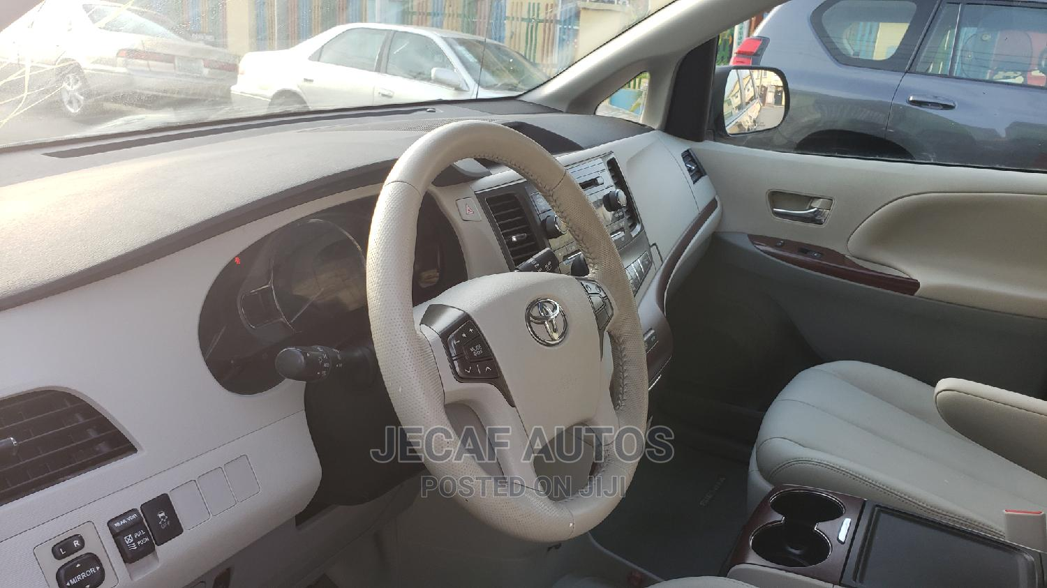 Toyota Sienna 2013 XLE FWD 8-Passenger Gray   Cars for sale in Surulere, Lagos State, Nigeria
