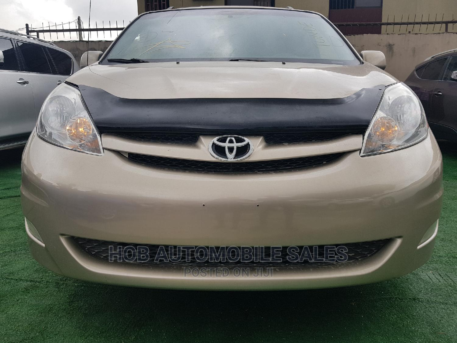 Archive: Toyota Sienna 2007 LE 4WD Gold