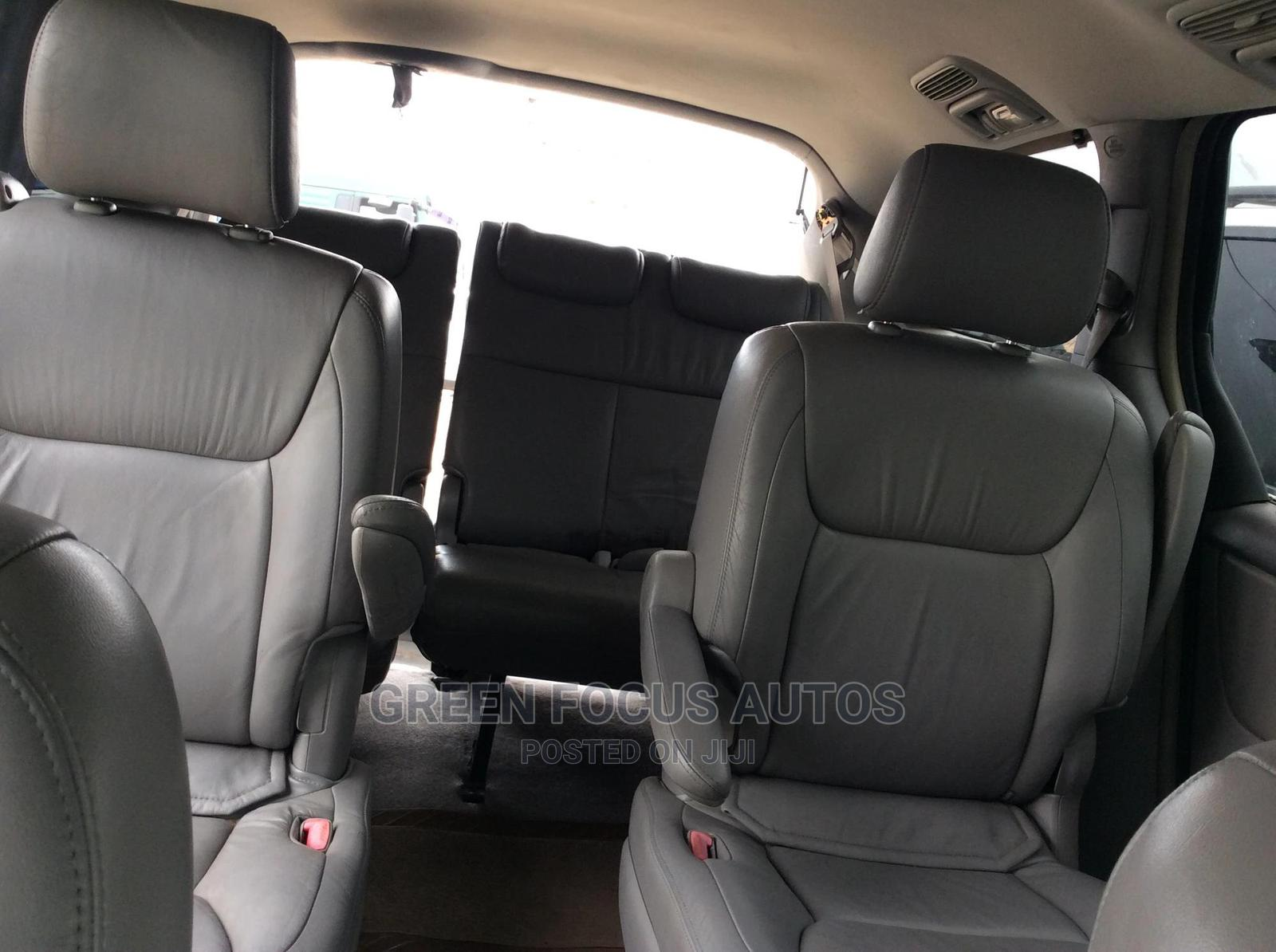 Archive: Toyota Sienna 2004 Silver