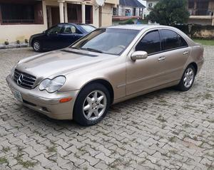 Mercedes-Benz C240 2004 Gold | Cars for sale in Abuja (FCT) State, Kubwa