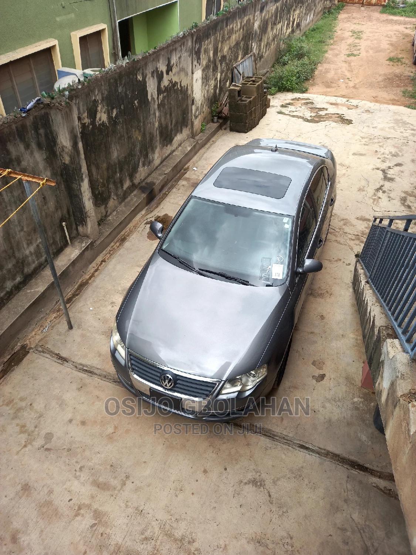 Volkswagen Passat 2006 Gray