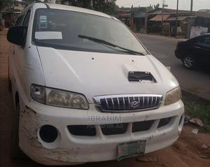 Hyundai H1 2000 White For Sale | Buses & Microbuses for sale in Lagos State, Alimosho