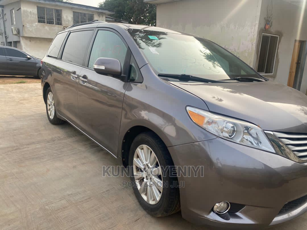 Toyota Sienna 2013 XLE FWD 8-Passenger Gray | Cars for sale in Ikeja, Lagos State, Nigeria