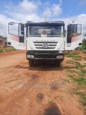 Chinese Iveco Kingkan Hongyan 30tons Dump Tipper Trucks | Trucks & Trailers for sale in Lagos State, Lekki