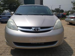 Toyota Sienna 2009 XLE Limited AWD Gold | Cars for sale in Abuja (FCT) State, Central Business District