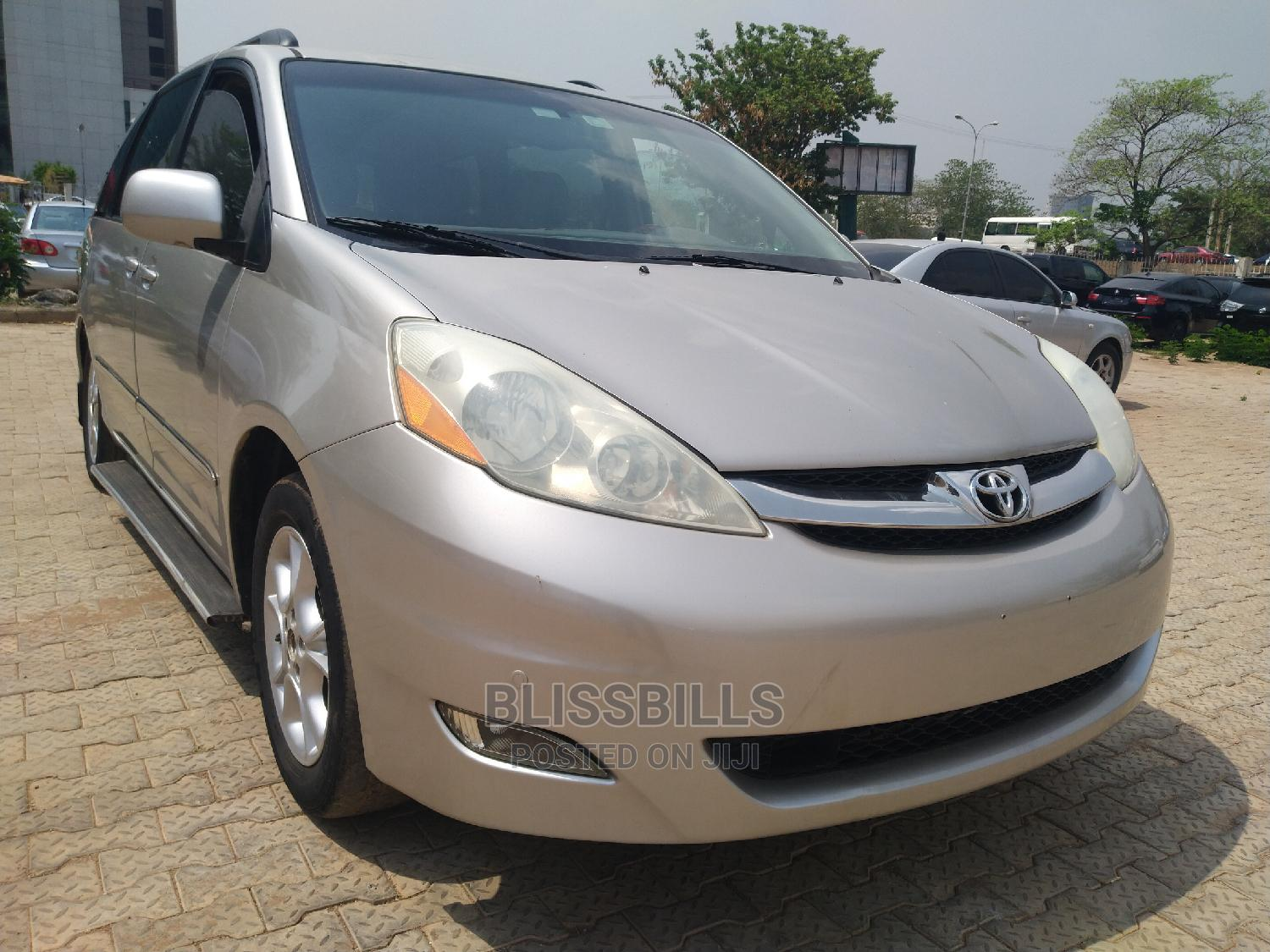 Toyota Sienna 2009 XLE Limited AWD Gold   Cars for sale in Central Business District, Abuja (FCT) State, Nigeria