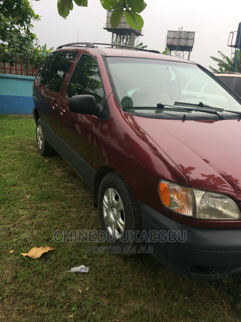 Archive: Toyota Sienna 2002 CE Red