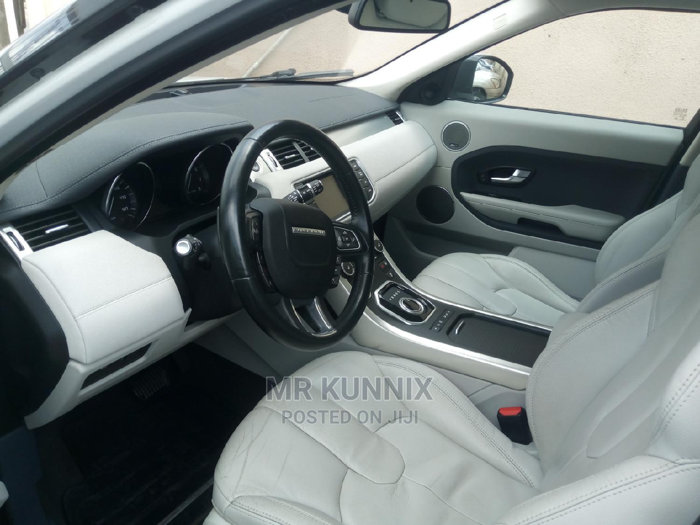 Archive: Land Rover Range Rover Vogue 2015 White