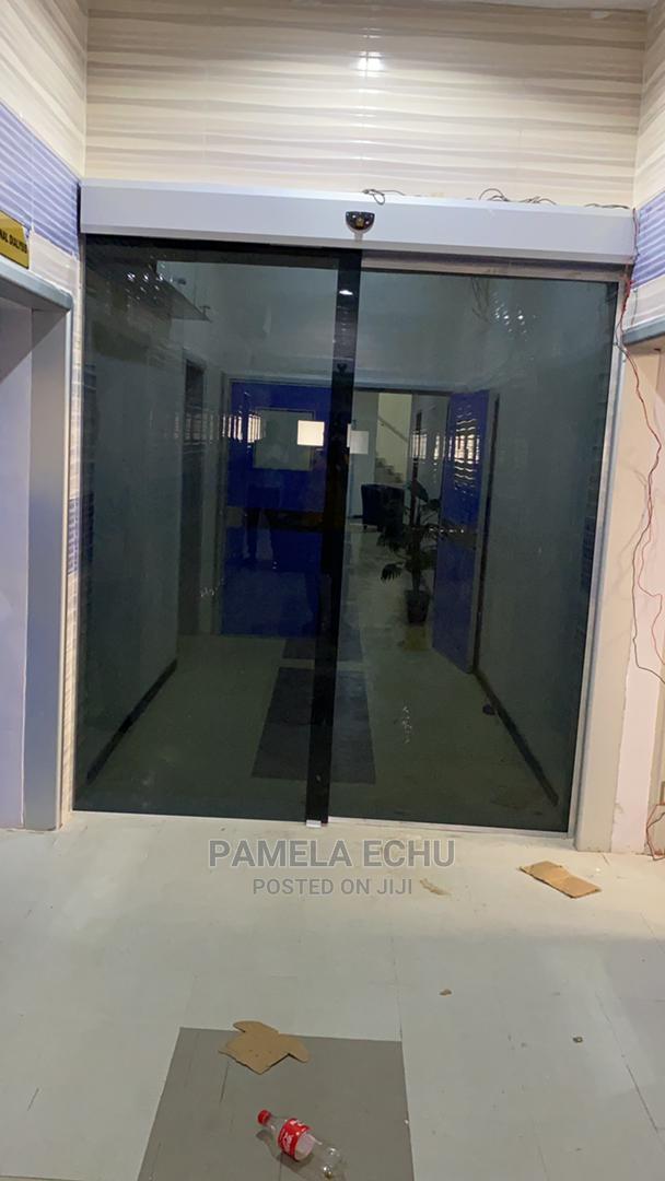 Sensor Glass Door Graytin