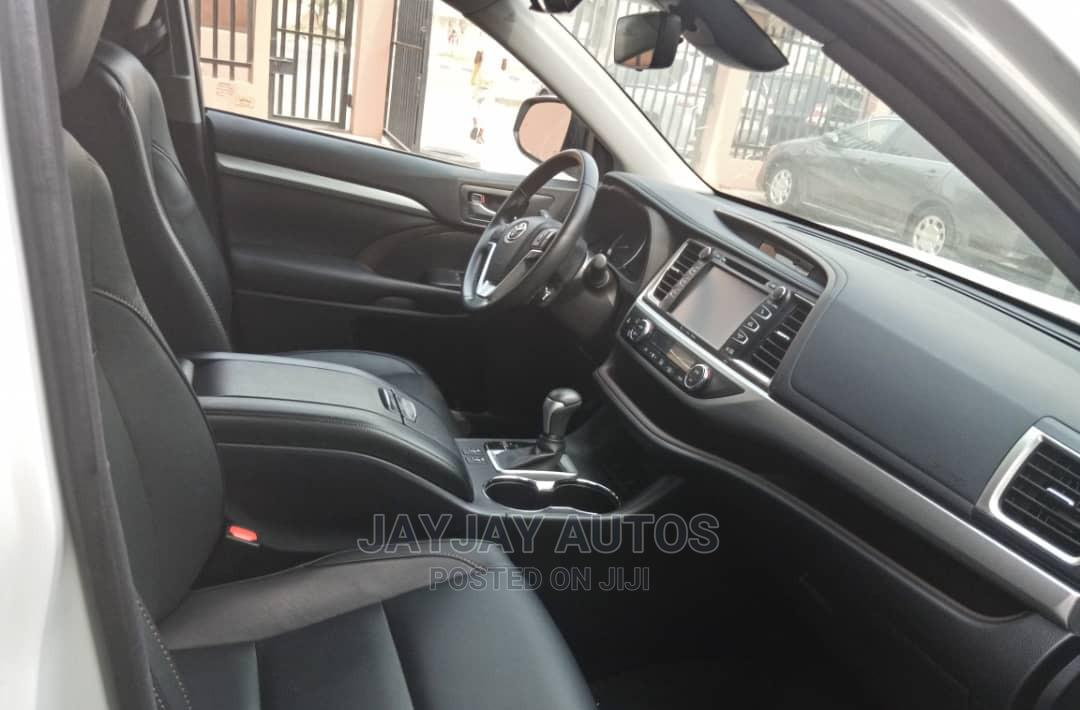 Toyota Highlander 2018 LE 4x4 V6 (3.5L 6cyl 8A) White | Cars for sale in Apapa, Lagos State, Nigeria