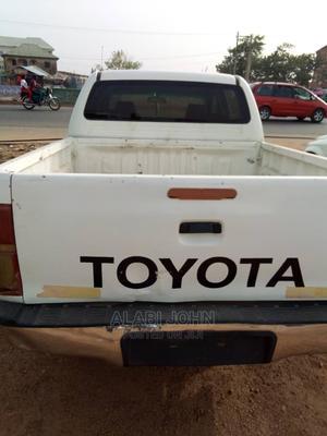 Toyota Hilux 2007 2.7 VVT-i 4x4 SRX White   Cars for sale in Abuja (FCT) State, Nyanya