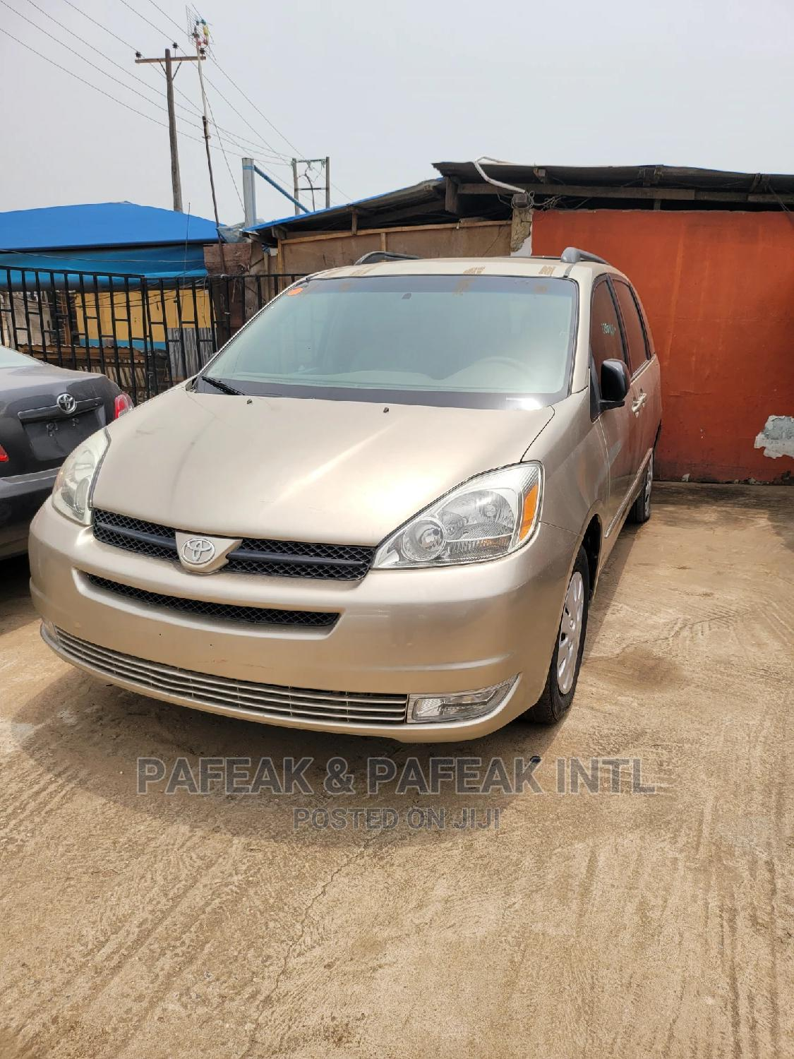 Toyota Sienna 2004 Gold | Cars for sale in Alimosho, Lagos State, Nigeria