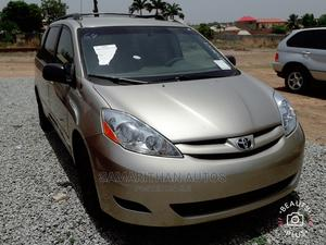 Toyota Sienna 2009 Gold | Cars for sale in Abuja (FCT) State, Kubwa