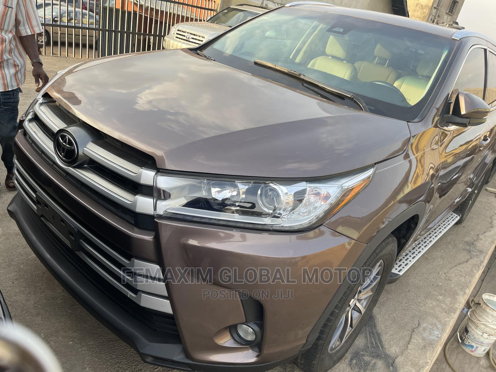Toyota Highlander 2017 XLE 4x4 V6 (3.5L 6cyl 8A) Brown